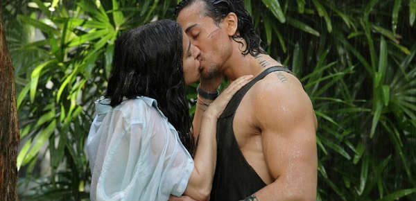 Tiger Shroff and Shraddha Kapoor Lip Kiss pic from the Baaghi Movie ...