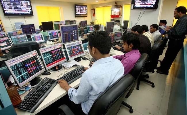 Sensex Falls 250 Points, Nifty Struggles Around 9050